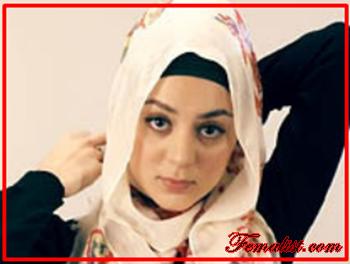 Tutorial Hijab Pasmina Motif Menutup Dada kedua