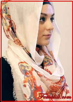 Tutorial Hijab Pasmina Motif Menutup Dada 3