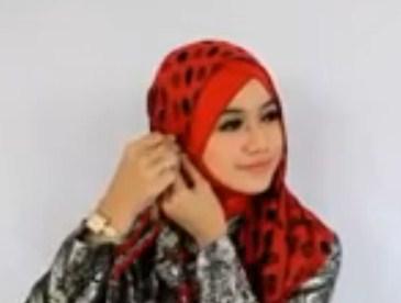 Cara Memakai Hijab Pasmina untuk ke Pesta Terbaru Simpel 4