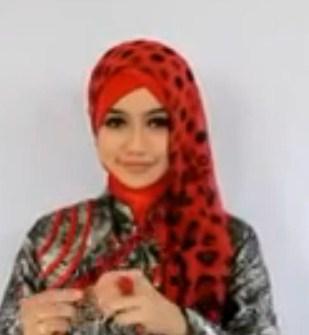Cara Memakai Hijab Pasmina untuk ke Pesta Terbaru Simpel 5