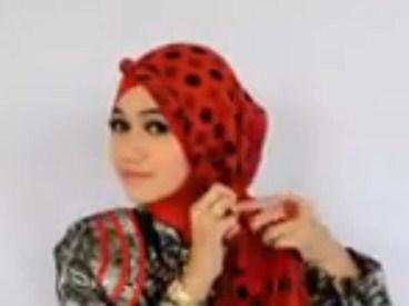 Cara Memakai Hijab Pasmina untuk ke Pesta Terbaru Simpel 7