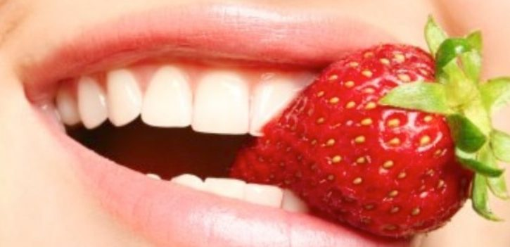 3 Cara Memutihkan Gigi Secara Alami yang Mudah Dilakukan