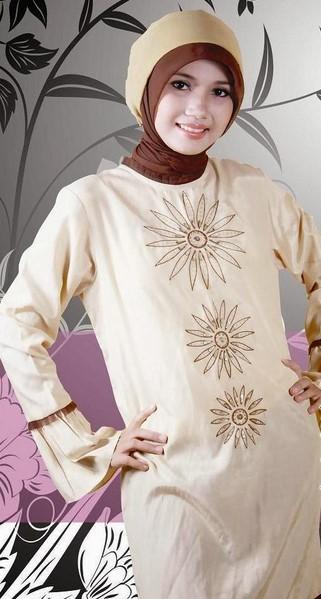 Baju dan Busana Muslim Modern Terbaru 3 - Hiasan Bordir Bunga Matahari Warna Krem Coklat