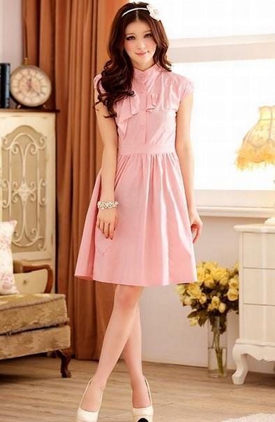 Dress Pink Cantik Mini dan Maxi untuk yang Berhijab 6 - Dress Selutut Anggun dan Elegan