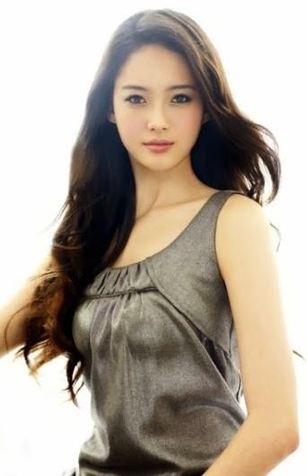 Model Rambut Panjang Artis Korea Terbaru Bervolume Bergelombang Go Ara Foto Wanita Indonesia Tanpa