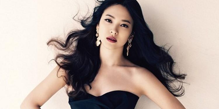Model Rambut Panjang ala Artis Korea Terbaru 6 - Rambut Panjang Warna Hitam Bergelombang ala Song Hye Kyo