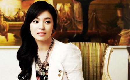 Model Rambut Panjang ala Artis Korea Terbaru 7 - Model bergelombang ringan ala Song hye Kyo
