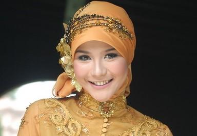 Kumpulan Model Hijab untuk Kebaya yang Cantik 3 - Model Zaskia mecca