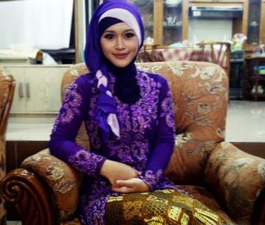 Kumpulan Model Hijab untuk Kebaya yang Cantik 5 - HIjab Kepang2 Warna
