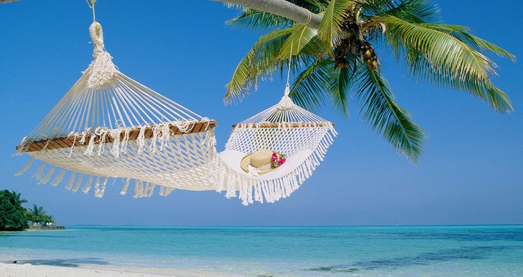 Tips Liburan ke Pantai Saat Tahun Baru