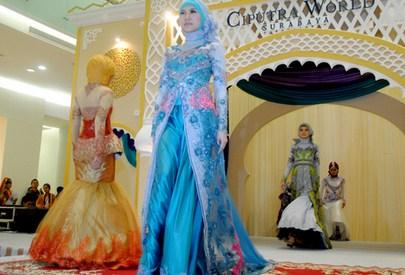 Foto Gaun Kebaya Muslimah Cantik 8 - Warna biru muda