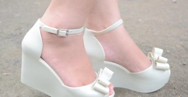 Tips Fashion Saat Musim Hujan Disertai Gambar 1 - Sepatu Hak Tinggi Cantik