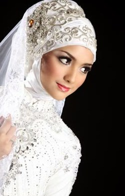 Tips Memilih Gaun dan Kerudung Pernikahan Muslimah 1 - Warna Putih