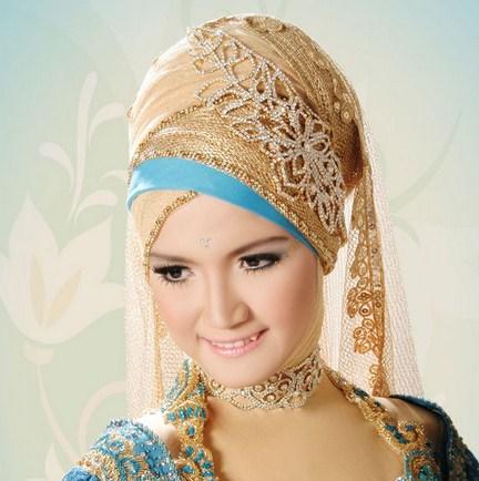 Tips Memilih Gaun dan Kerudung Pernikahan Muslimah 2 - Biru Gold