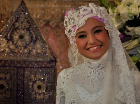 Tips Memilih Gaun dan Kerudung Pernikahan Muslimah 6 - Marshanda