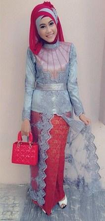 Tips Cara Padu Padan Gaun Kebaya Pesta dengan Model Hijab 3 - Model Hijab Dua Warna Asesoris Tas