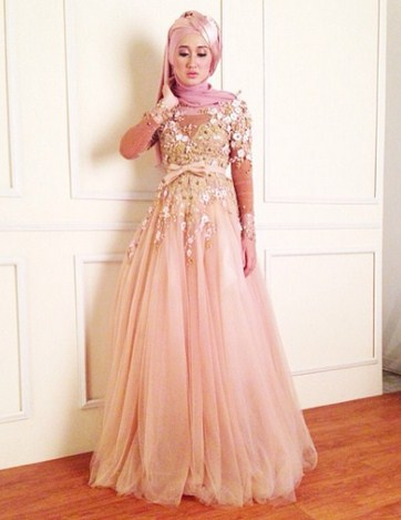 Tips Cara Padu Padan Gaun Kebaya Pesta dengan Model Hijab 4 - Gaun Ala Dian Pelangi