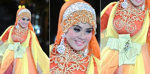 Tips Cara Padu Padan Gaun Kebaya Pesta dengan Model Hijab 5 - ala Syahrini