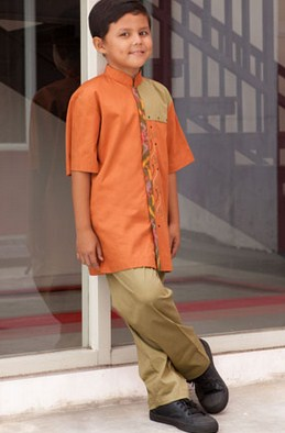 Contoh Baju Muslim Anak Keren Model Terbaru 2020 7 - Warna Orange Sesuai Usia dan Ukuran
