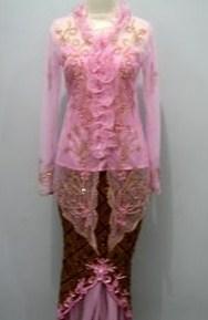 Contoh Kebaya Muslim untuk Wisuda Model Baru 2 - Pink Seragam Sama Bawahan