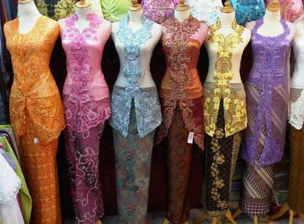 Contoh Kebaya Muslim untuk Wisuda Model Baru 8 - Kombinasi degan Bawahan Macam-macam
