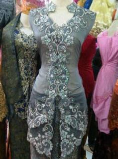 Contoh Kebaya Muslim untuk Wisuda Model Baru 9 - WArna Abu