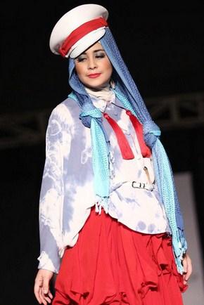 Contoh Model Baju Muslim Artis Risty Tagor 3 - Modis dan Trendy Pakai Pilot