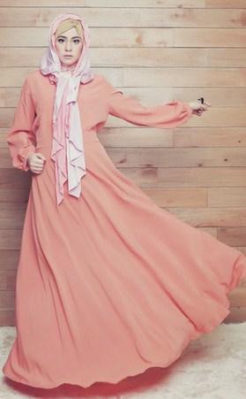 Contoh Model Baju Muslim Artis Risty Tagor 9 - Gamis Panjang Salem Model Payung