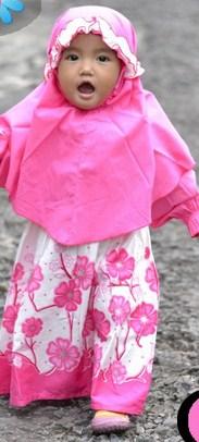 Contoh Model Desain Baju Muslim Bayi Balita Terbaru 1 - Warna Pink Gamis Bunga