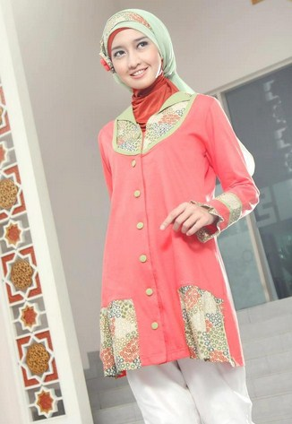 Contoh Model Kaos Muslim Remaja Trendy Terbaru 10 - Cantik Kombinasi Batik dan Elegan