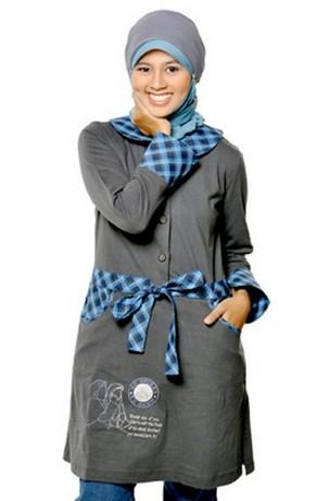 Contoh Model Kaos Muslim Remaja Trendy Terbaru 5 - Baju Muslim Kain Kaos Aksen Ikat Pinggang