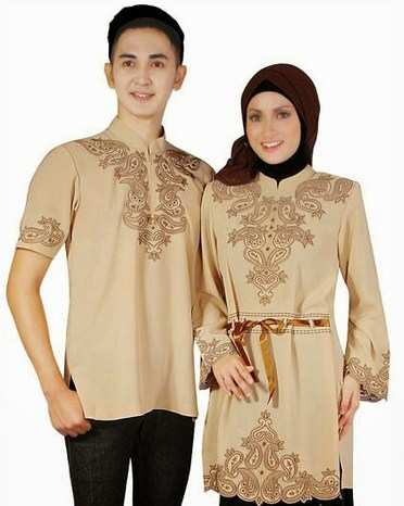 Contoh Model Baju Muslim Couple Populer 2018 2 - Warna Krem dengan Baju ada pita sebagai ikat pinggang
