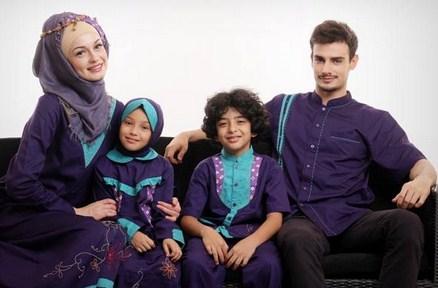 Model Baju Keluarga Muslim Couple Terbaru 12 - Model Hijabnya Harus Pas