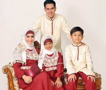Model Baju Keluarga Muslim Couple Terbaru 5 - Desain Simpel yang Elegan Buat Ngaji