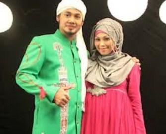 Model Desain Baju Hamil Muslim Buat Lebaran 6 - Ala Puput Melati dan Guntur Bumi