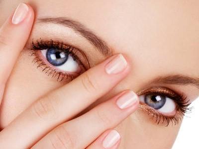 4 Cara Mengatasi Kelopak Mata Bengkak yang Bikin Nggak Pede
