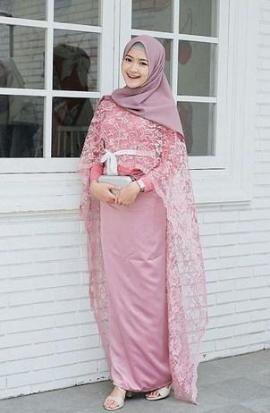 Model Baju Muslim Terbaik Kombinasi Brokat Polos yang Bakal Booming Tahun 2019 1440 H - 1