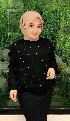 Model Baju Muslimah dengan Aplikasi Mutiara Terbaik yang Bakal Booming Tahun 2018 1439 H - 1 warna hitam