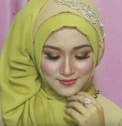 Tutorial hijab pesta, wisuda, dan acara resmi - 10